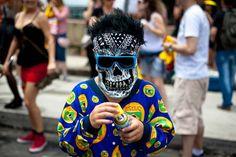 .carnaval de rua SP. #carnaval #carnavalderua #blocodobaixoaugusta #baixoaugusta #saopaulo #cor #streetphoto #snap #fotografiaderua