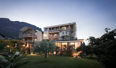 Guests who know the hotel Panorama in the wine village Kaltern (Caldero) from previous visits, will be amazed. In the same place there is a different house. Onl
