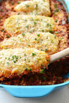 Chicken Parmesan Quinoa Bake | 20 Healthy Family Friendly Casseroles | Healthy Casserole Recipes | Healthy Dinner Ideas | Healthy Recipes | Dinner Recipes for the Whole Family || Happily Hughes