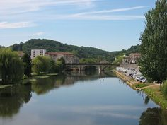 Valley of Isle river in Perigueux, South Western France)