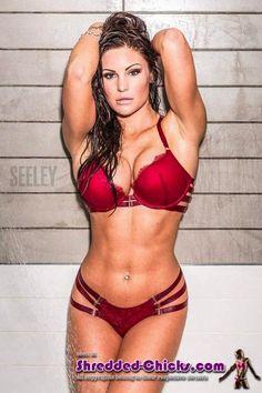 Fitnessmodel präsentiert einen makellosen Body :) #fitnessmodel #bikinimodel #fitchick #murves #muskeln #bodybuilding #traumfigur