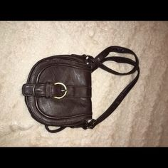 Brown Cross Body Bag Perfect size for fitting your most important items. Must have for spring to pair with a cute sun dress. It's in great condition and only worn a few times Bags Crossbody Bags