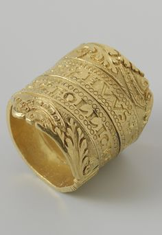 Gold wedding ring with inscription: AELGEN. IANS. FOLLICKEN. Lambertsen. HVVS. VROV. IS. The Netherland, ca. 1550, h 2.5 cm × d 2.3 cm