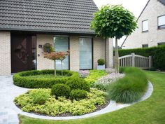 Front Garden Decor Ideas- Enhance Your Front Entrance With These ideas! – Page 1465908450 – Gardening Decor Front Garden Landscape, Landscape Design, Garden Design, Front Gardens, Outdoor Gardens, Small Yard Landscaping, Front Yard Design, Design Jardin, Dream Garden