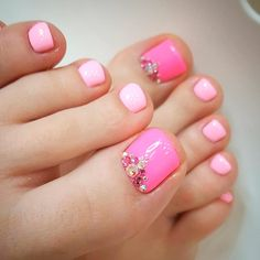 Looking for new and creative toe nail designs? Let your pedi always look perfect. We have a collection of wonderful designs for your toe nails that will be appropriate for any occasion. Be ready to explore the beauty and endless creativity of nail art! Pink Toe Nails, Pretty Toe Nails, Cute Toe Nails, Summer Toe Nails, Feet Nails, Summer Pedicures, Pretty Pedicures, Nail Pink, Pink Toes