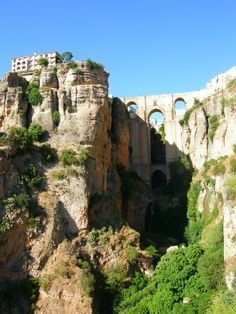 The bridge over the gorge (el Tajo), was finished in 1793. The height from top to bottom is about 100 m, like a 30 floor building. Inside the bridge there is a small museum.