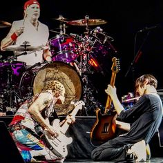 3 parts of the Red Hot Chili Peppers quartet. Chad Smith Flea Josh Klinghoffer. Jamming. @redhotchilipeppers @chilipeppers @chadsmithofficial @thejoshklinghoffer #redhotchilipeppers #rhcp #alternativerock #alternative #alternativemetal #funk #funkmetal #raprock #gig #gigphotography #guitarist #bassplayerunited #drums #chadsmith #flea #joshklinghoffer #igw_rock #ig_rock_details #jj_musicislife #pocket_tunes #infinity_rock #bands #bandphotography #concert #concertphotography…