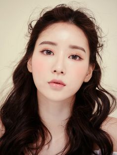 Newest Photo korean Bridal Makeup Strategies Bridal makeup a. Bridal MakeupNewest Photo korean Bridal Makeup Strategies Bridal makeup appears to be worth it to read and each female has a dream to achieve the greatest eng Makeup Trends, Makeup Tips, Hair Makeup, Makeup Ideas, Beauty Make-up, Asian Beauty, Korean Makeup Look, Korean Wedding Makeup, Korean Natural Makeup