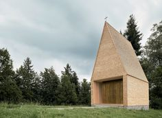 Image 2 of 22 from gallery of Kapelle Salgenreute / Bernardo Bader Architekten. Photograph by Bernardo Bader Architekten Sacred Architecture, Timber Architecture, Church Architecture, Minimalist Architecture, Concept Architecture, Architecture Details, Beautiful Architecture, Bernardo Bader, Wooden Facade