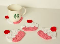 Cupcake Coasters--Set of Four Crocheted Cupcake Coasters by WilliamAlexanders on Etsy Crochet Cupcake, Crochet Food, Crochet Kitchen, Crochet Gifts, Diy Crochet, Crochet Coaster, Yarn Projects, Crochet Projects, Cute Coasters