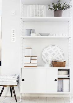 String furniture * just white * shelf decor idea. | via: WEEKDAYCARNIVAL
