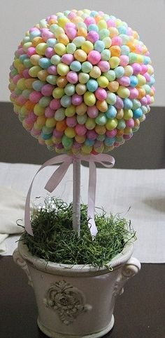 Jelly Bean Topiary. These would look so cute as a center piece on the table. Too bad I likely won't make this. Anyone wanna do it for me? ;)