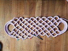Let& knit a net bag . Crochet Stitches, Crochet Patterns, Crochet Market Bag, Crochet Diy, Net Bag, Macrame Bag, Crochet Handbags, Knitted Bags, Handmade Bags