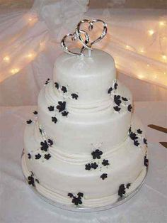 unique white n black wedding cake