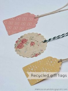 DIY:Recycled gift tags from shopping bags. Recycled Gifts, Diy And Crafts, Paper Crafts, Handmade Gift Tags, Craft Show Ideas, Paper Tags, Oui Oui, Craft Sale, Christmas Tag