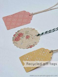 DIY: Cómo hacer nuestras propias etiquetas recicladas para los regalos, con bolsas de papel . DIY: Make your own tags. Recycled gift tags from shopping bags. Handmade.