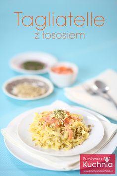 Makaron tagliatelle z łososiem - #przepis na #makaron z łososiem i orzechami piniowymi  http://pozytywnakuchnia.pl/makaron-z-lososiem/  #pasta #tagliatelle #losos #ryba #obiad