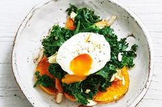 Roasted sweet potato, wilted garlic kale, poached egg and almonds Egg Recipes, Fall Recipes, Healthy Recipes, Smashed Avocado On Toast, Eggs And Kale, Garlic Kale, Balanced Breakfast, Baked Vegetables, Family Fresh Meals