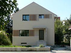 Holzhaus mit satteldach ohne dach berstand vertikale for Wochenendhaus modern bauen