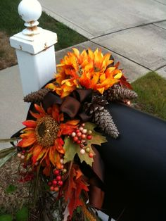 Fall Mailbox Swag Fall Mailbox Decor, Diy Mailbox, Fall Home Decor, Mailbox Decorating, Mailbox Ideas, Harvest Decorations, Thanksgiving Decorations, Thanksgiving Treats, Holiday Wreaths