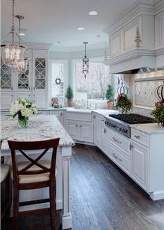 Inspiring Chandeliers Cheap with Authentic Decoration for Shades: Wonderful Traditional Kitchen Design Interior With White Kitchen Furniture. Home Kitchens, Kitchen Remodel, Kitchen Design, Sweet Home, Kitchen Decor, New Kitchen, Transitional Kitchen, White Kitchen Traditional, Dream Kitchen