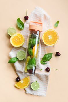 Fruit infused water in Dropp bottle Infused Water Recipes, Fruit Infused Water, Infused Water Bottle, Flat Lay Photography, Food Photography, Product Photography, Healthy Drinks, Healthy Recipes, Jugo Natural