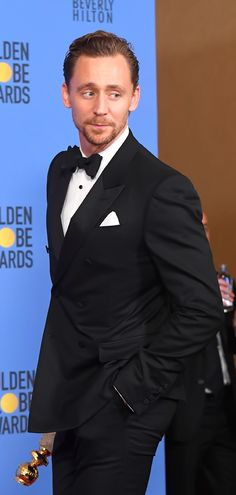 Tom Hiddleston poses in the press room after winning the Best Performance by an Actor in a Limited Series or a Motion Picture made for Television at the 74th Annual Golden Globe Awards held at the Beverly Hilton Hotel on January 8, 2017. Source: Torrilla. Full size image: http://ww4.sinaimg.cn/large/6e14d388ly1fbk7xoov38j22ij3kokjq.jpg