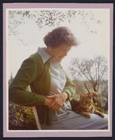 This August would have been Julia Child's birthday, and in celebration and admiration of her work and influence, Abrams Image is publishing Julia's Cats: Julia Child's Life in the Company of Cats by Patricia Barey and Therese Burson. Great Books, New Books, Books To Read, Crazy Cat Lady, Crazy Cats, Son Chat, Cat People, Child Life, Book Authors