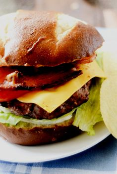 Burgers with Applewood Smoked Bacon on top of pretzel buns with a little Bang Bang Sauce for kick. Wrap Recipes, Bacon Recipes, Lunch Recipes, Cooking Recipes, Healthy Recipes, Sandwich Recipes, Sandwich Menu, Venison Recipes, Tomato Sandwich