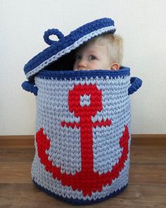 What an adorable little clothes hamper. Crochet Home, Love Crochet, Crochet For Kids, Crochet Yarn, Knitting Yarn, Crochet Basket Pattern, Knit Basket, Crochet Baskets, Hello Kitty Purse