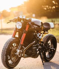 Name the bike 🔥 Dope or nope? Drive safely with oxygenSafetySystem Honda custom akrapovic exhaust Scooter Motorcycle, Cafe Racer Motorcycle, Moto Bike, Motorcycle Tips, Custom Cafe Racer, Cafe Racer Build, Cafe Bike, Cafe Racer Bikes, Cx500 Cafe Racer