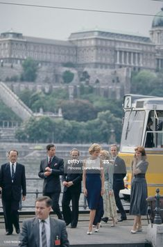 Prince Charles and Diana, Princess of Wales in front of Buda Castle... News Photo - Getty Images Princesa Diana, Prince Charles And Diana, Buda Castle, Catherine Walker, Blue And White Dress, Budapest Hungary, Lady Diana, Princess Of Wales, Still Image