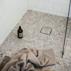 Laundry Area, Laundry In Bathroom, Bathroom Inspo, Beautiful Interior Design, Shag Rug, Bath Mat, Rugs, Home Decor, Shaggy Rug