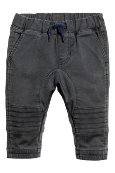 Pants in stretch cotton twill with decorative stitching on knees. Elasticized drawstring waistband with mock fly. Front pockets and a mock welt Cute Outfits For Kids, Toddler Outfits, Baby Boy Outfits, Sport Outfits, Little Boy Fashion, Kids Fashion, Denim Fashion, Fashion Pants, Dark Grey Jeans