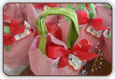 Mesa de doces personalizada- tema Branca de Neve        Docinhos variados personalizados- Branca de Neve     Docinho de colher em potinho...