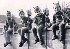 Art vintage Halloween photo halloween-vintage-victorian-and-more Retro Halloween, Costume Halloween, Photo Halloween, Halloween Fotos, Vintage Halloween Photos, Halloween Pictures, Holidays Halloween, Happy Halloween, Halloween Ideas