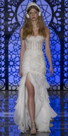 Our Favorite Fall 2016 Wedding Dresses from Bridal Fashion Week | InStyle.com Reem Acra
