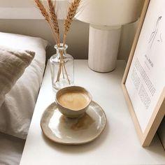 home inspiration + interior design + neutral palette + summer naturals + cozy bedroom + mood board Cream Aesthetic, Brown Aesthetic, Aesthetic Food, Aesthetic Coffee, Simple Aesthetic, Cosy Aesthetic, Aesthetic Themes, Aesthetic Bedroom, Estilo Tropical