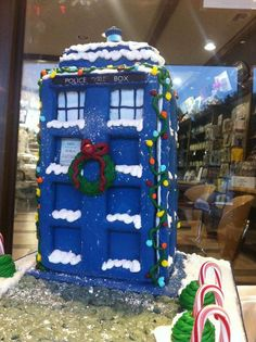 Gingerbread TARDIS Decorated with Icing, http://hative.com/doctor-who-or-tardis-designs-and-ideas/