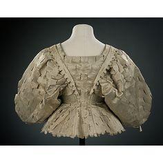 Ladies jacket, England 1630-1639 Silk satin, silk taffeta, canvas, buckram and whalebone, handsewn V&A Museum