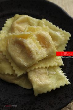 i tortelli dei sacerdoti com mortadella e crescenza Italian Food Names, Filled Pasta, Pasta Maker, Best Italian Recipes, Homemade Pasta, Italian Dishes, Italian Pasta, Different Recipes, Crepes