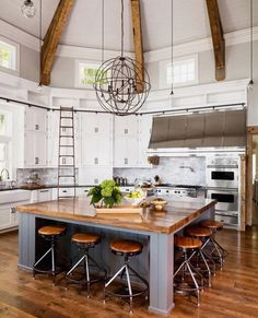 gorgeous farmhouse style home on Big Cedar Lake Clever and elegant. One can easily reach the upper cabinets in a jiffy.Clever and elegant. One can easily reach the upper cabinets in a jiffy. Home Decor Kitchen, Kitchen Interior, New Kitchen, Home Interior Design, Modern Interior, Design Kitchen, Awesome Kitchen, 1950s Kitchen, Dream House Interior