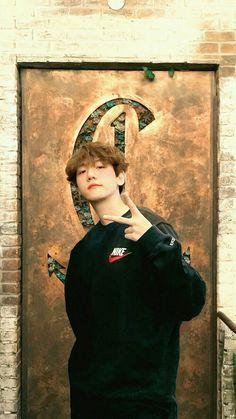 My heart. Why he has to be soo cute and beautiful? Baekhyun Chanyeol, Park Chanyeol, Exo Ot12, Chanbaek, Kpop Exo, Exo K, K Pop, Chen, Exo Lockscreen