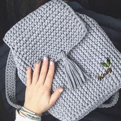 Crochet backpack pattern inspiration / crochet bag from t-shir yarn Crochet Handbags, Crochet Purses, Crochet Bags, Crochet Stitches, Crochet Patterns, Crochet Backpack Pattern, Confection Au Crochet, Diy Crafts Crochet, Yarn Bag