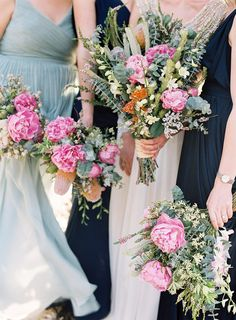 Anna Campbell Giselle Wedding Dress | Hand beaded hand embellished bridal gown | Beach wedding bride | Flowing bohemian silk train with vintage inspired back detail | Colourful native bridal bouquet | wedding flowers ELOISEANDHUGH-WEDDING-BYRONLOVESFAWN