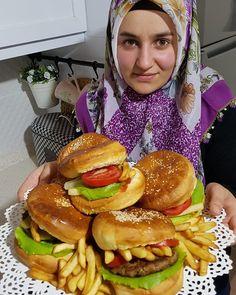 @sena_yuvasi_askina 👈 guzel tarifler paylastikca cogalir 🤗bende herseyiyle ev yapimi olan bu guzelligi sizlere birakiyorum hikaye de ekmek… Turkish Recipes, Ethnic Recipes, Bread Shaping, Chapati, Pain, I Foods, Bagel, Food To Make, Easy Meals