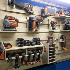 Pin by Kas Ks.ks on Garage storage organization in 2019 Pin by Kas Ks.ks on Garage storage organization in 2019 Power Tool Storage, Garage Tool Storage, Garage Tools, Shed Storage, Wall Storage, Pegboard Storage, Garage Storage Cabinets, Garage Workshop Organization, Workshop Storage