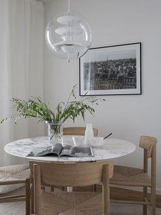 Marble Tulip Table and Tulip Table Base inspired by Eero Saarinen Saarinen Tisch, Saarinen Table, Dining Room Design, Interior Design Living Room, Living Room Decor, Interior Livingroom, Diy Interior, Design Kitchen, Glass Dining Table