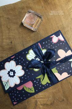 Gutscheine verschenken wir doch alle, oder? Aber nett verpackt macht es doch gleich nochmal so viel Freude. Sichere dir dein kostenloses Materialkit bei einer Bestellung. Schau gerne auf meinem Blog vorbei. #gutscheinkarte #stampinupinrastede #kreativierend #bastelninrastede #diy #geschenkeverpacken #gutscheine #basteln