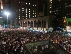 200 mil pessoas na Avenida Paulista, segundo a PM. Ainda há gente chegando. http://glo.bo/1pv5zI9     #OcupaBrasilia